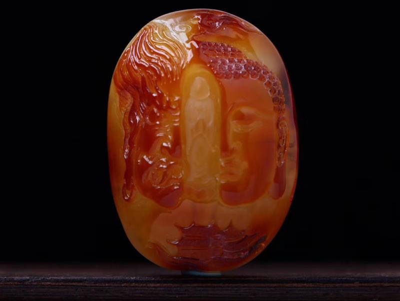 大师收藏级作品「一念之间」蜜蜡吊坠 「柴秀文大师作品」天然红皮俏色  精工打造  佛陀睿智温和  魔