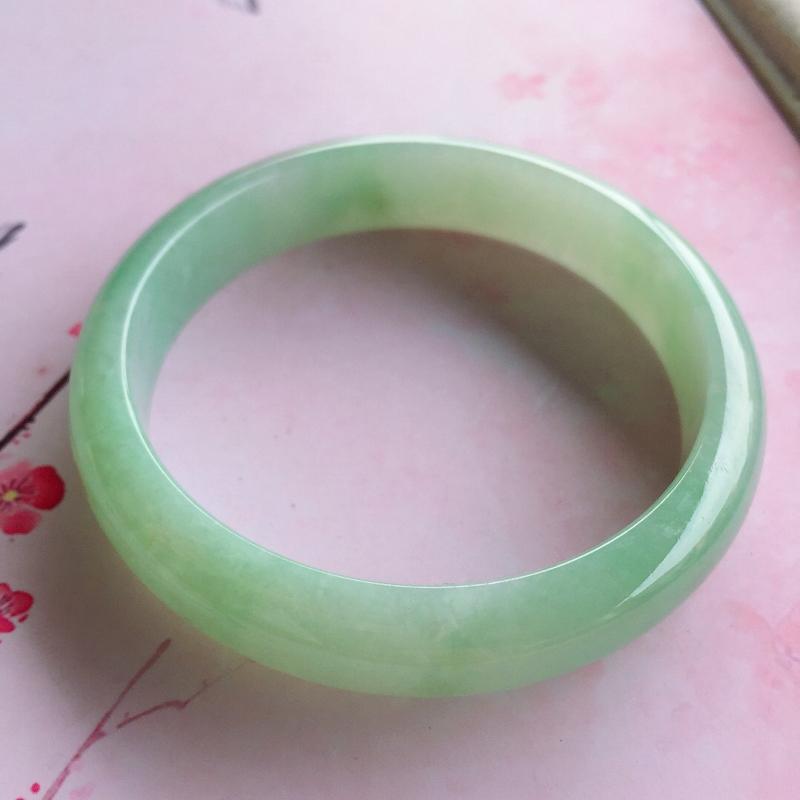 【正圈57mm,糯种浅绿正圈手镯,玉质细腻,底妆清新清爽,上手好看】图6