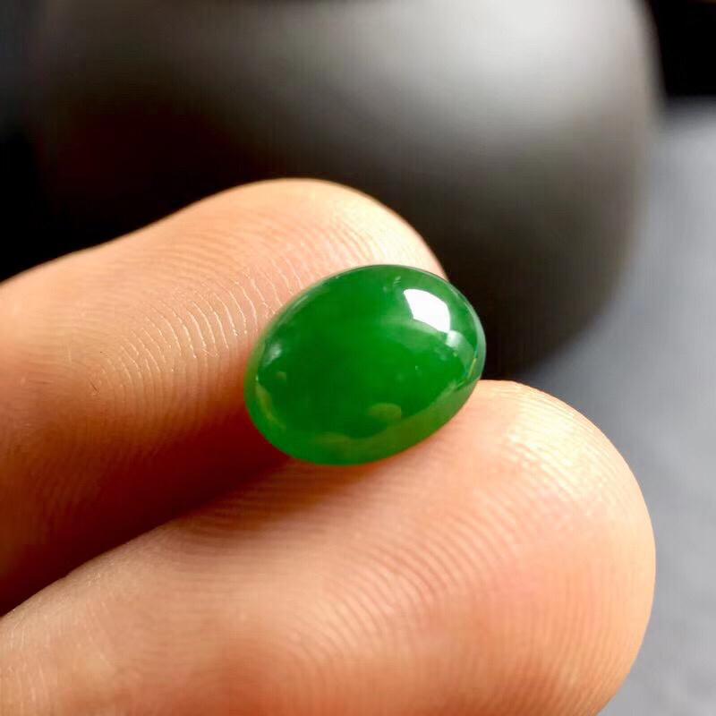 【🌹满绿蛋面裸石:种老水足,色泽漂亮,干净起光,饱满圆润,完美无裂,可镶嵌成戒指或吊坠,性价比高。尺寸:8.9--7.3--4.1】图6