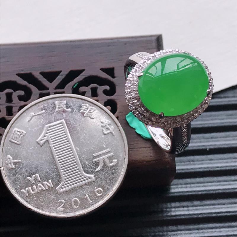 【天然翡翠A货18K金镶嵌伴钻糯化种满绿精美蛋面戒指,内径尺寸18mm,裸石尺寸12.2-10.3-3.5mm,玉质细腻,种水好 胶感十足,底色漂亮,上身效果漂亮】图7