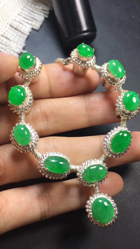 【漂亮的冰辣绿戒指面同料有10粒,有种有色,水足色辣,饱满,镶嵌漂亮晚装项链,手链,戒指的好材料,取一尺寸9.2×8.1*3.6mm】图6