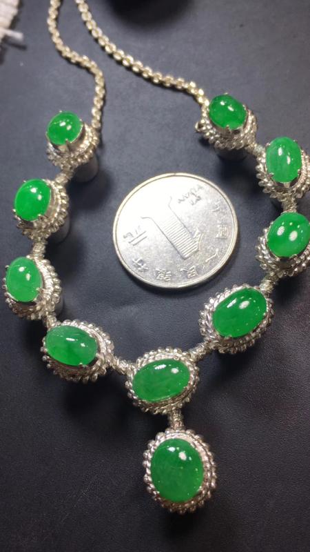 【漂亮的冰辣绿戒指面同料有10粒,有种有色,水足色辣,饱满,镶嵌漂亮晚装项链,手链,戒指的好材料,取一尺寸9.2×8.1*3.6mm】图4