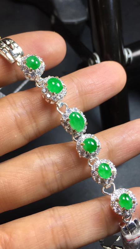 【超美的冰阳绿戒指面同料有6粒,镶嵌漂亮手链的好材料,有种有色,水足色阳,饱满完美,取大6.8×4.8*3.4mm  取小4.8×4.5*3mm】图5