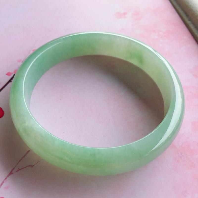 【正圈57mm,糯种浅绿正圈手镯,玉质细腻,底妆清新清爽,上手好看】图5