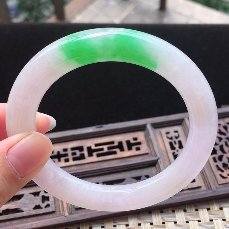 【糯种阳绿圆条手镯、圈口55.1/9.6/10.5、玉质细腻水润,条形大方,种水好,佩戴效果极佳】图7