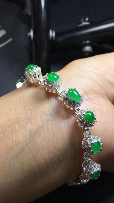 【超美的冰阳绿戒指面同料有6粒,镶嵌漂亮手链的好材料,有种有色,水足色阳,饱满完美,取大6.8×4.8*3.4mm  取小4.8×4.5*3mm】图4