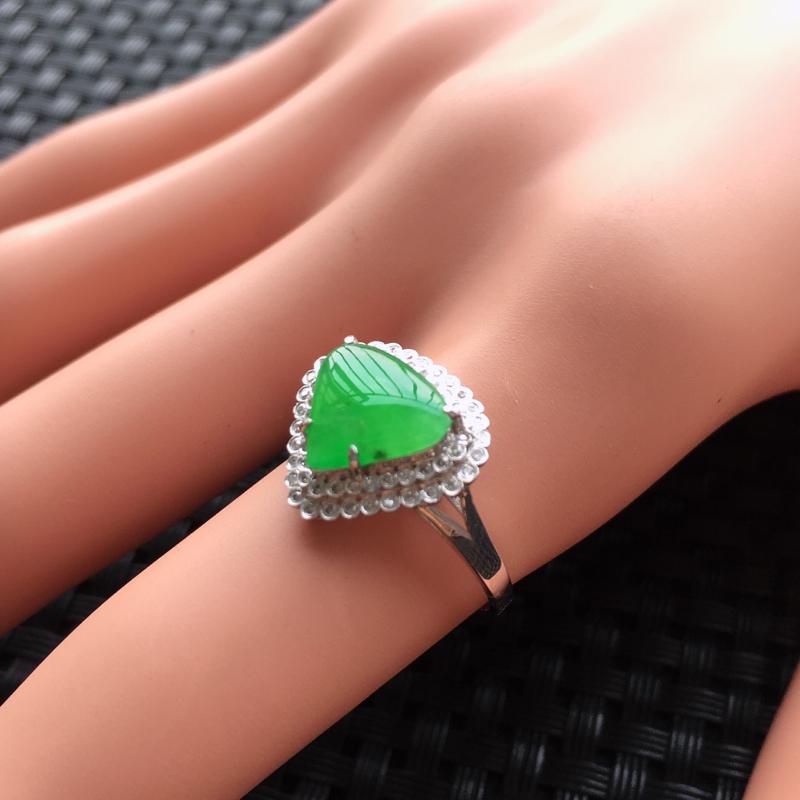 【天然A货翡翠满绿戒面镶嵌18K金戒指、圈口17、戒面尺寸9.5*8.5*1.5、无纹裂】图3