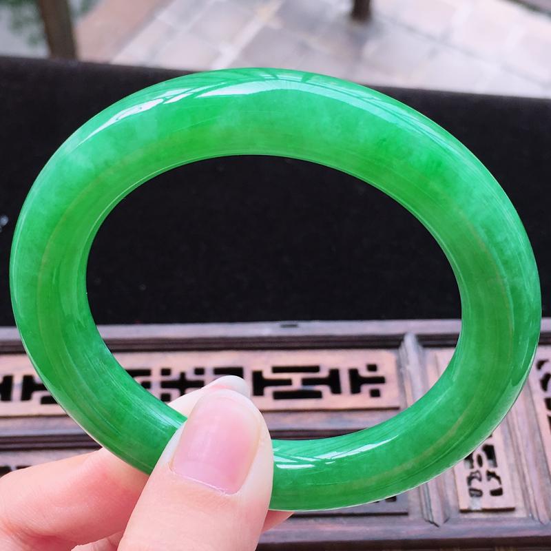 【糯种满绿圆条手镯、圈口55.4/11.1/10.7、玉质细腻水润,条形大方,种水好,佩戴效果极佳】图5