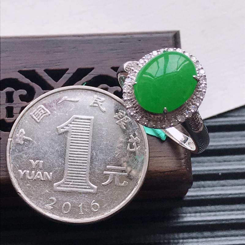 【天然翡翠A货18K金镶嵌伴钻糯化种满绿精美蛋面戒指,内径尺寸18.5mm,裸石尺寸10.4-8.3-3mm,玉质细腻,种水好 胶感十足,底色漂亮,上身效果漂亮】图7