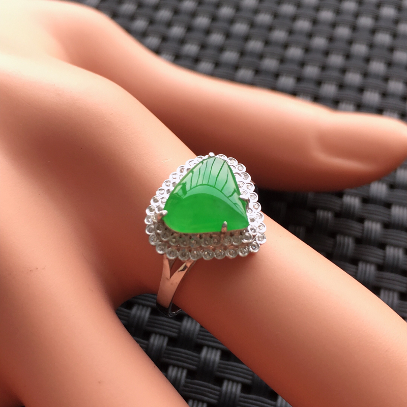 【天然A货翡翠满绿戒面镶嵌18K金戒指、圈口17、戒面尺寸9.5*8.5*1.5、无纹裂】图8