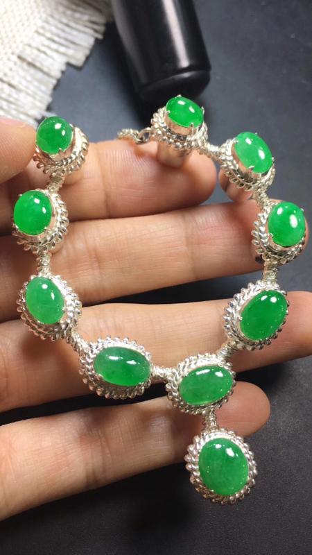 【漂亮的冰辣绿戒指面同料有10粒,有种有色,水足色辣,饱满,镶嵌漂亮晚装项链,手链,戒指的好材料,取一尺寸9.2×8.1*3.6mm】图5