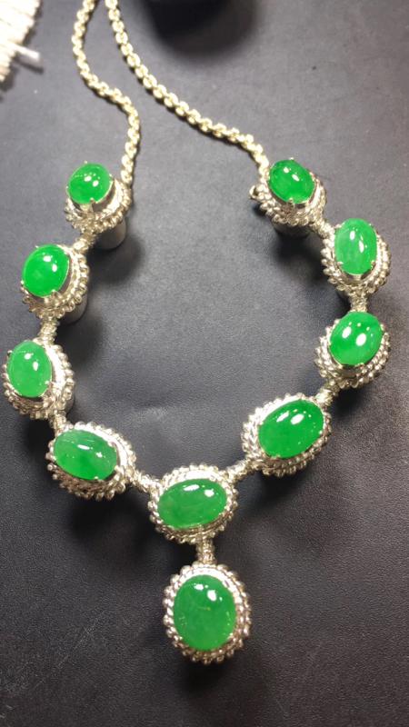【漂亮的冰辣绿戒指面同料有10粒,有种有色,水足色辣,饱满,镶嵌漂亮晚装项链,手链,戒指的好材料,取一尺寸9.2×8.1*3.6mm】图3
