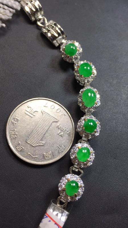 【超美的冰阳绿戒指面同料有6粒,镶嵌漂亮手链的好材料,有种有色,水足色阳,饱满完美,取大6.8×4.8*3.4mm  取小4.8×4.5*3mm】图3
