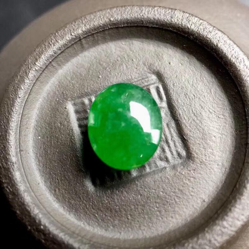 【🌹满绿蛋面裸石:种老水足,色泽漂亮,干净起光,饱满圆润,完美无裂,可镶嵌成戒指或吊坠,性价比高。尺寸:8.9--7.3--4.1】图4