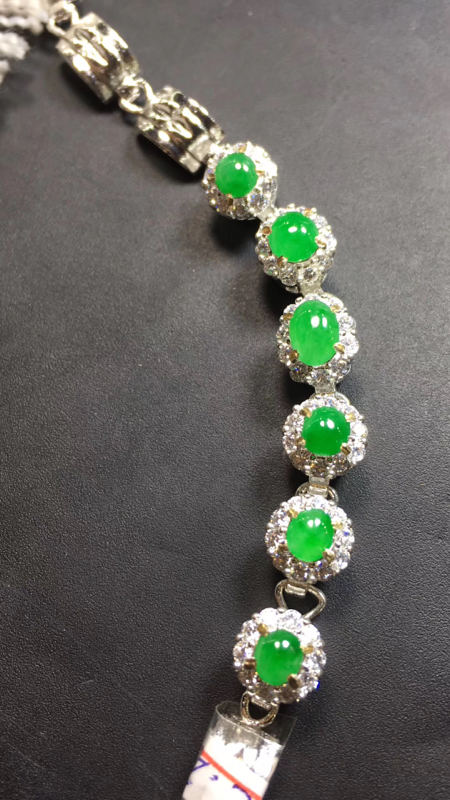 【超美的冰阳绿戒指面同料有6粒,镶嵌漂亮手链的好材料,有种有色,水足色阳,饱满完美,取大6.8×4.8*3.4mm  取小4.8×4.5*3mm】图6