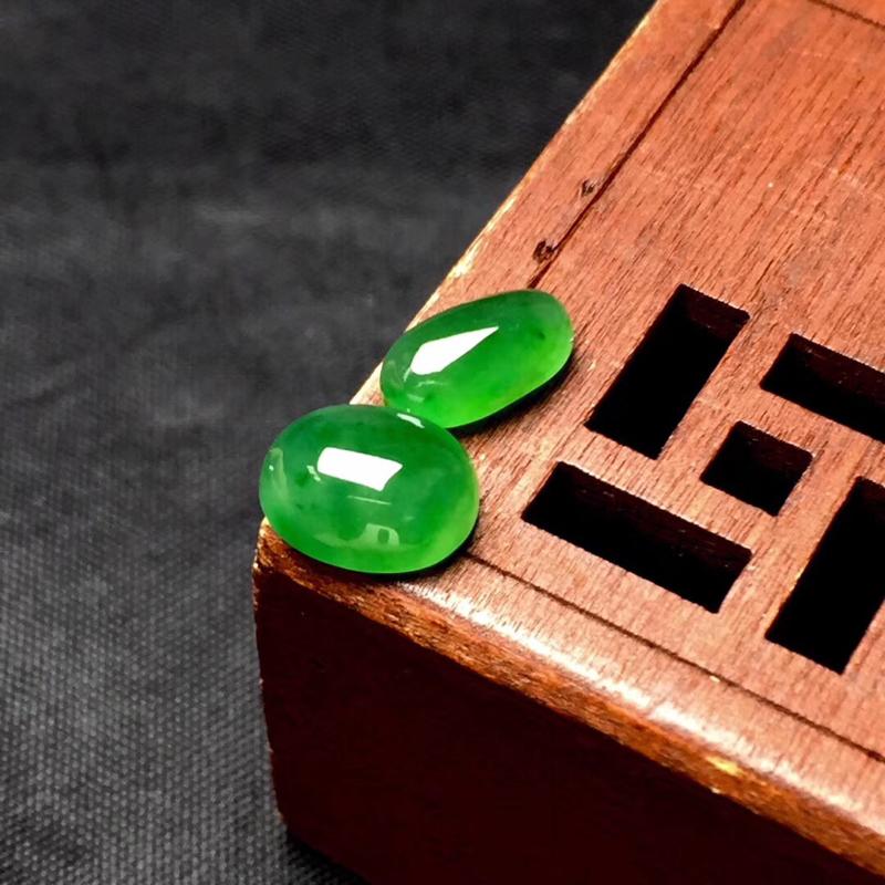 【🌹满绿随型裸石:种老水足,色泽漂亮,干净起光,饱满精致,完美无裂,性价比高。尺寸:9.0--7.2--4.0  9.0--5.2--3.3】图4