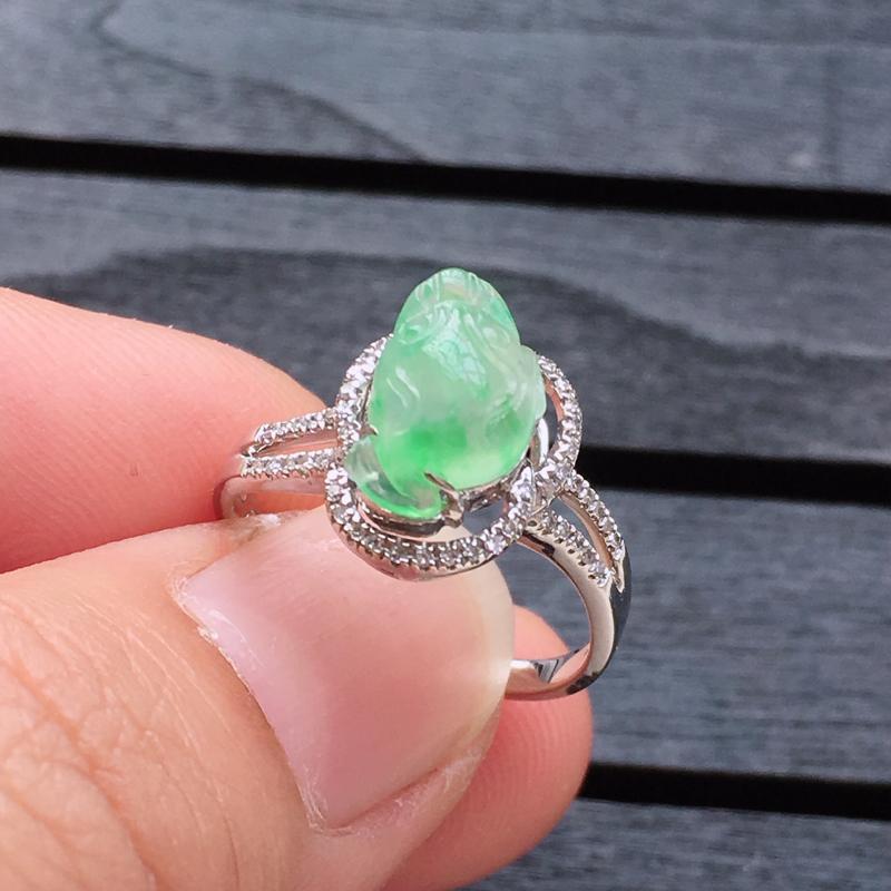 缅甸a货翡翠,18k金包钻镶冰绿貔貅戒指,玉质莹润,颜色漂亮 整体尺寸13.3*9.8*8.5裸石9