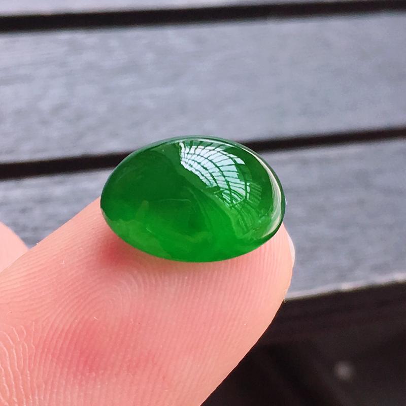 缅甸a货翡翠冰绿蛋面,玉质莹润,颜色漂亮,饱满