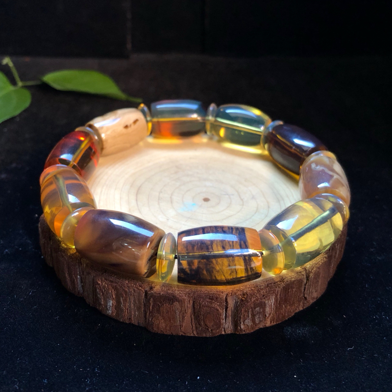 纯天然缅甸琥珀:多宝桶珠手串。珀种搭配:玫瑰茶、白茶、黄茶黑蜜变色龙、白花根、血珀金红、绿茶溶洞、老
