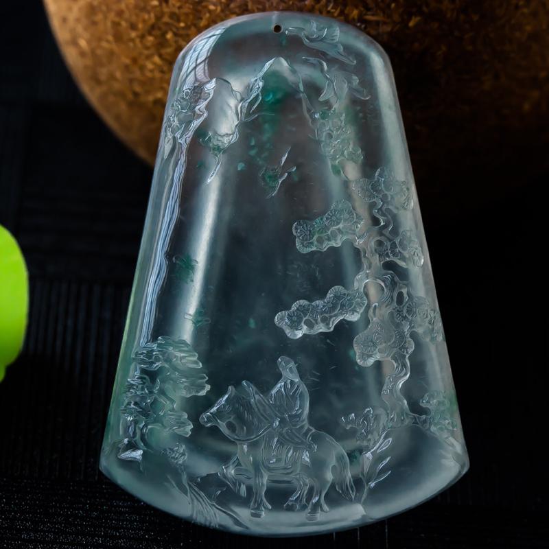 杨克召大师作品,老坑玻璃种意境山水,底色纯美,荧光流转,整形厚实,大气磅礴,青松之遒劲,高山之仰止,