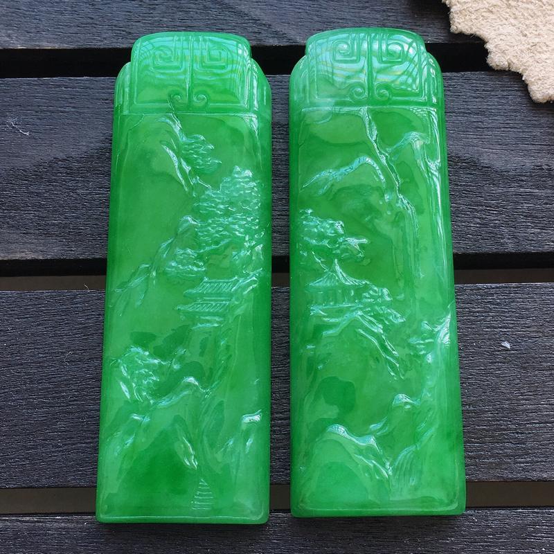 缅甸a货 绿山水牌一对,玉质莹润,颜色漂亮,品相佳。###