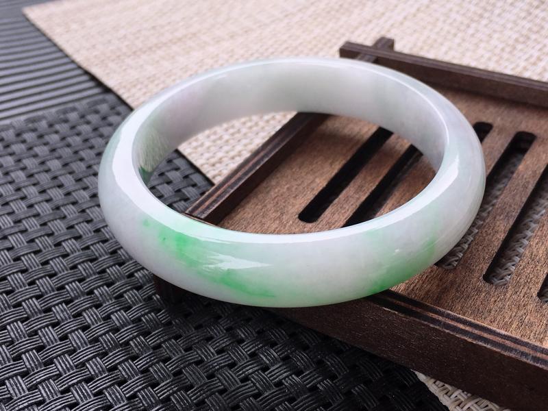 圈口:58,天然翡翠A货—飘翠绿莹润正圈手镯,尺寸:58.2/13/8.2,完美