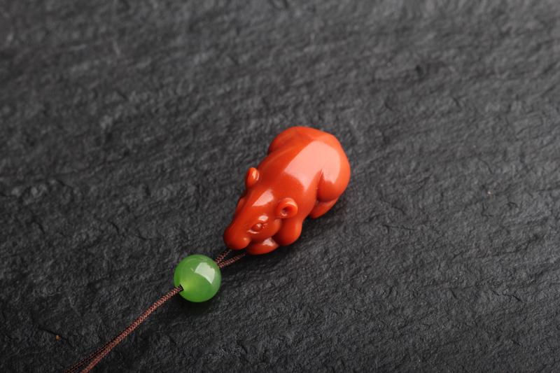 南红柿子红【数一数二】小鼠挂坠,玉质油润细腻,颜色好看,苏工雕刻,小鼠造型生动可爱,寓意招财进宝,丰