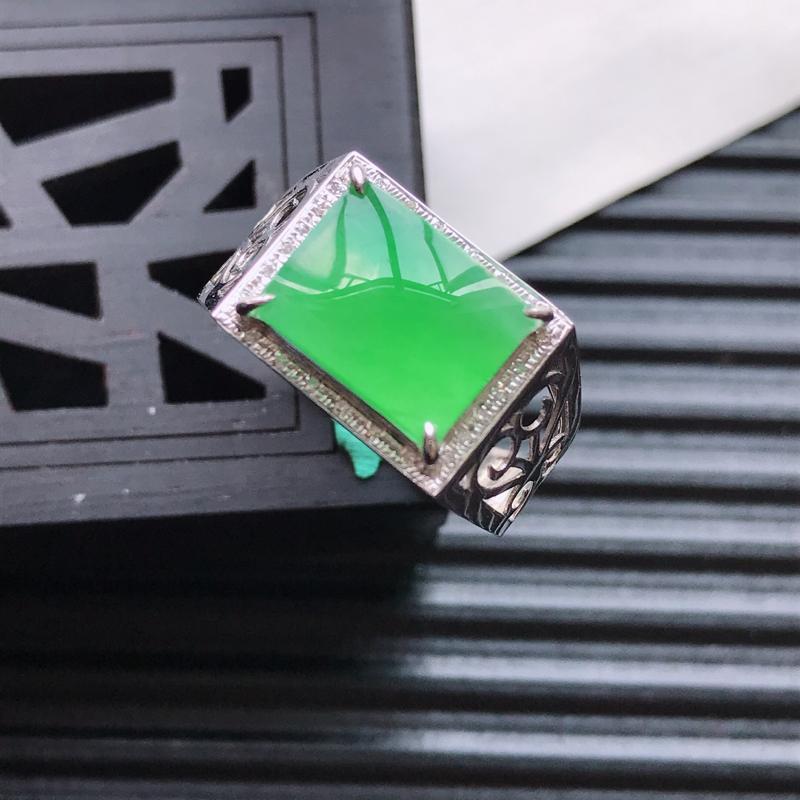 天然翡翠A货18K金镶嵌伴钻冰糯种满绿精美马鞍戒指,内径尺寸18.5mm,裸