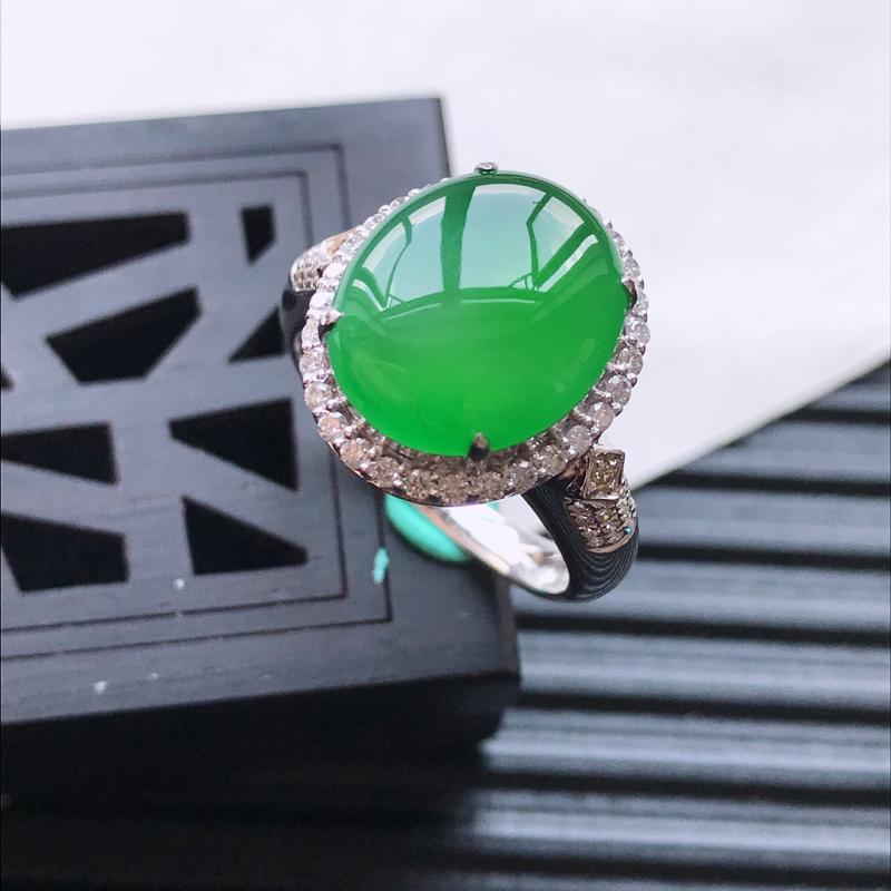 天然翡翠A货18K金镶嵌伴钻糯化种满绿精美蛋面戒指,内径尺寸18.5mm,裸