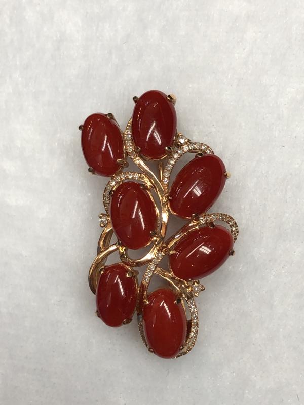 【红珊瑚阿卡吊坠胸针两用款】日本阿卡材料,牛血红颜色的蛋面,18k真金➕钻石连接7⃣️颗戒面大的红珊
