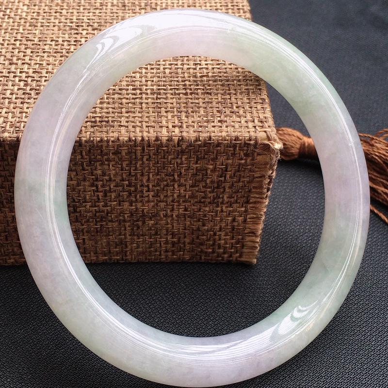 缅甸翡翠A货:浅紫手镯,玉质细腻。佩戴效果佳。