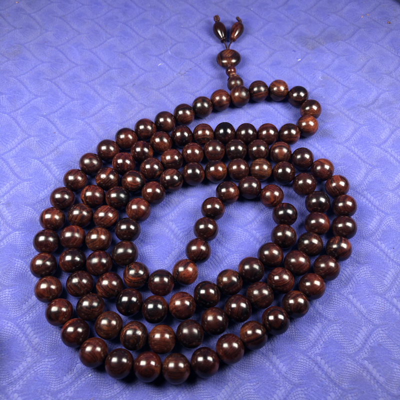 海南黄花梨紫油梨 1.2mm/108颗念珠,顺纹,纹理清晰底色干净,材质细腻光滑 颗颗圆润饱满 ,颗