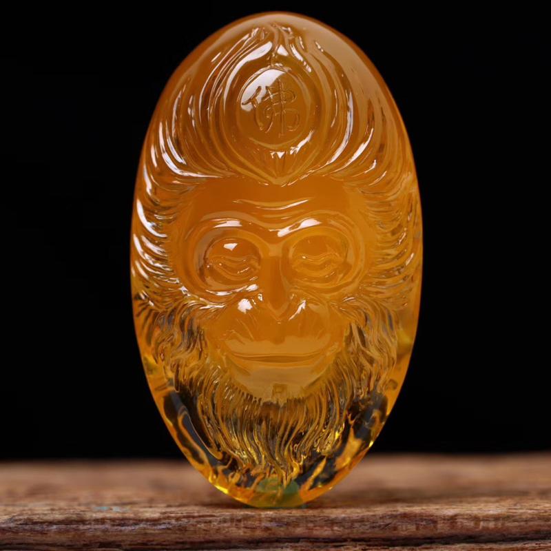 「斗战胜佛」蜜蜡吊坠 「蜜糖红」比较有特色的双面精工雕刻 红润光泽 赋有灵动感 完美品 规格65.5