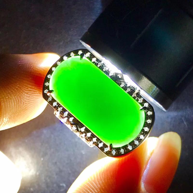 墨翠【马鞍戒指】18K金+南非钻镶嵌,完美无裂纹,细腻干净,黑度极黑,性价比高,做工精致,打灯透绿