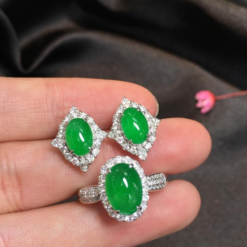阳绿套装,完美,底庄细腻,18K白金南非真钻镶嵌,性价比高,推荐,耳钉尺寸15*12.3*8.5/8
