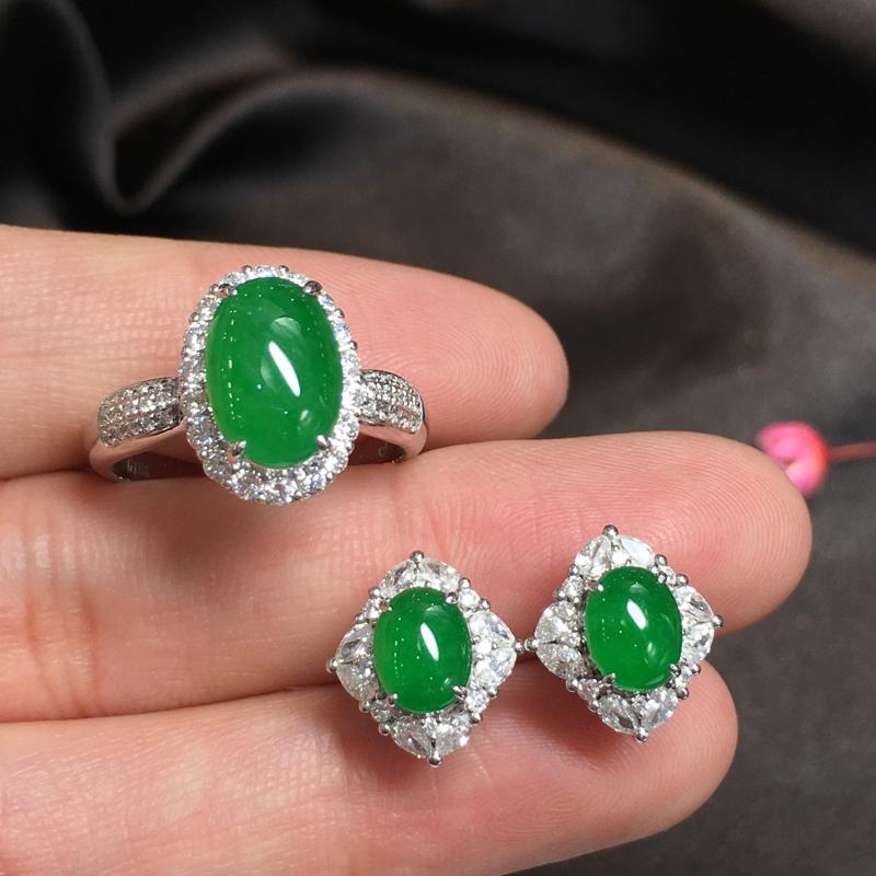 阳绿套装,完美,底庄细腻,18K白金南非真钻镶嵌,性价比高,推荐,耳钉尺寸12*11.3*7.6/6