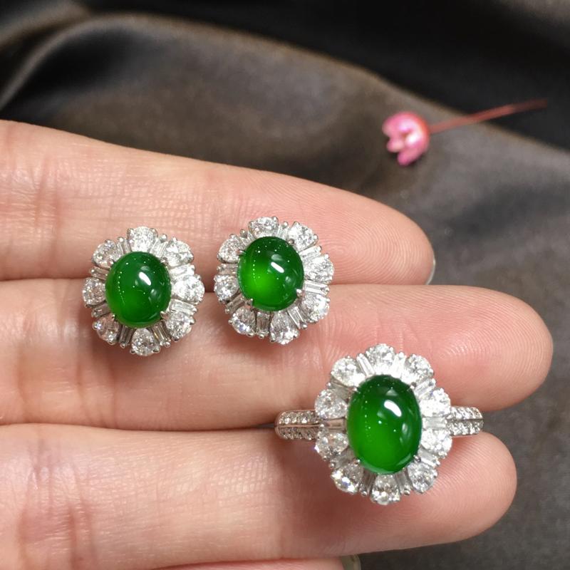 阳绿套装,完美色阳,底庄细腻,18K白金南非真钻镶嵌,性价比高,推荐,耳钉尺寸12.3*11.5*8