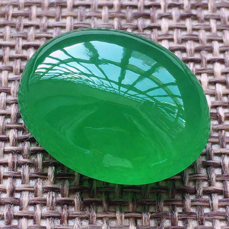 缅甸a货翡翠,自然光实拍,满绿蛋面,玉质莹润,细腻,通透,个大饱满,品相佳,镶嵌效果倍增。