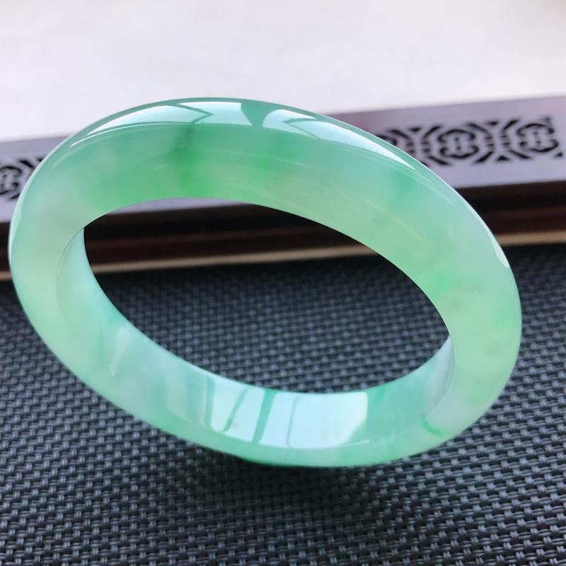 天然翡翠A货冰糯种飘花正圈手镯,尺寸58.9-12.8-8.6mm,玉质细腻,种