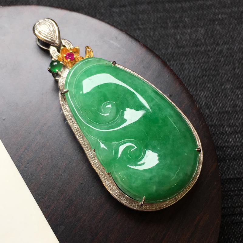 满绿如意吊坠,18k伴钻镶嵌,种水一流,佩戴精美