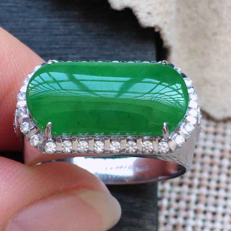 自然光实拍,缅甸a货翡翠,18k金伴钻戒指,玉质莹润,佩戴佳品包金尺寸:20.5.11.4-6.3裸