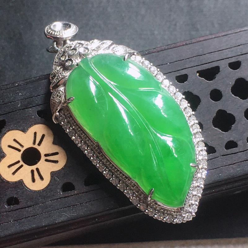 缅甸翡翠18k金围钻镶嵌满绿叶子吊坠,自然光实拍,颜色漂亮,玉质莹润,佩戴佳品,包金尺寸:36.0*