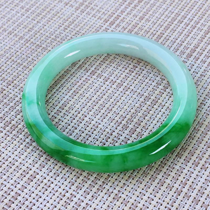 圆条54,天然A货翡翠-老坑莹润,精美飘绿,质地细腻,颜色漂亮,圆条玉手镯 完美无纹裂,尺寸圈口54