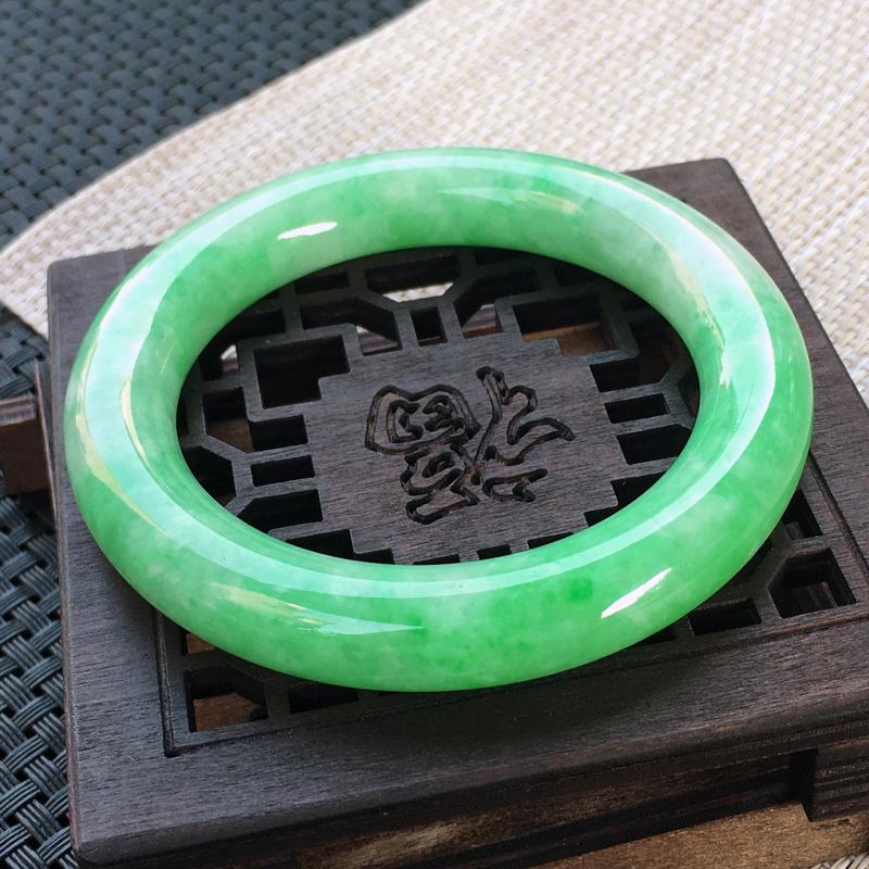 圈口:57,天然翡翠A货—阳绿莹润高档圆条手镯,尺寸:57.3/12/11.5,完美