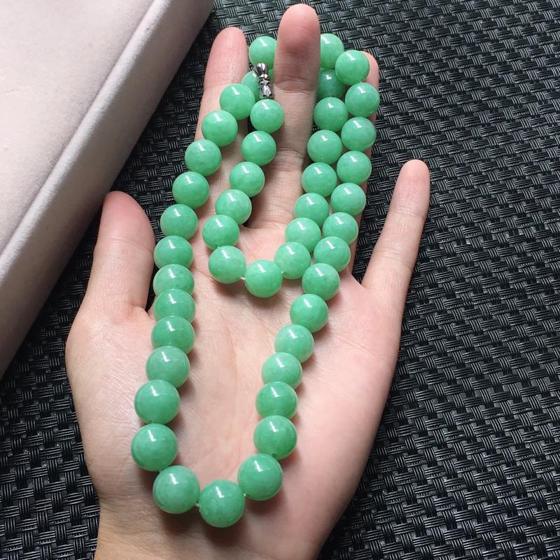 缅甸翡翠满绿佛珠项链,自然光实拍,颜色漂亮,玉质莹润,佩戴佳品,尺寸:10.7mm,48颗,重111