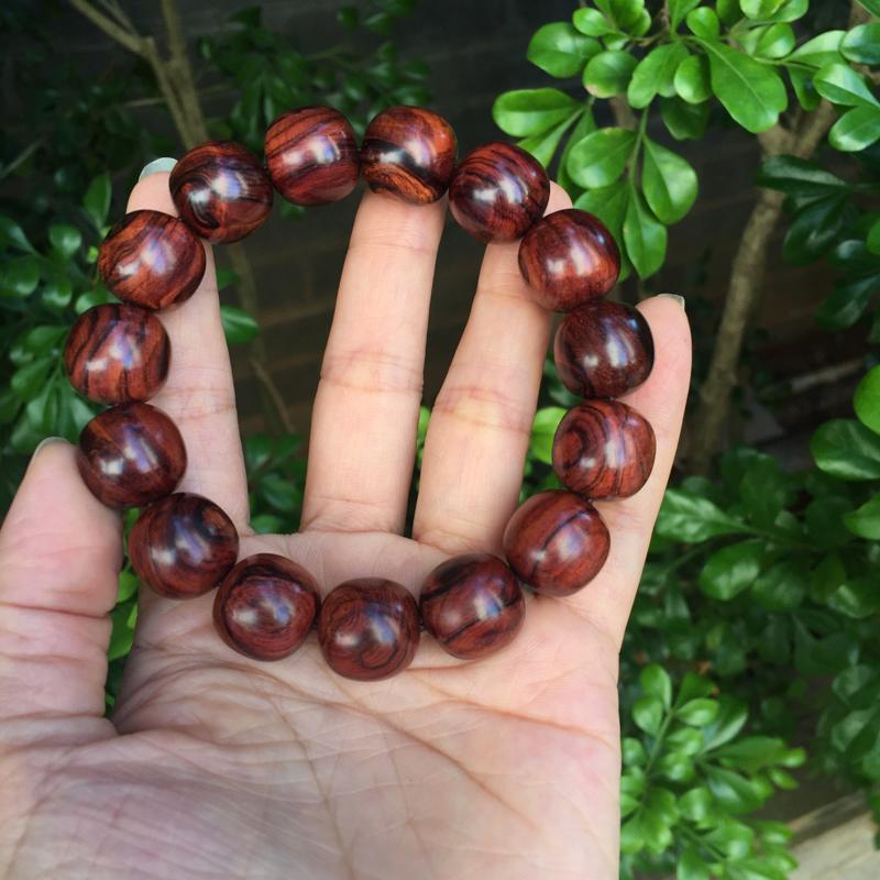 海南黄花梨老油梨15×15mm老型珠手串,材质细腻光滑,珠子饱满圆润,霸气的大黑线纹路,纹理清晰自然