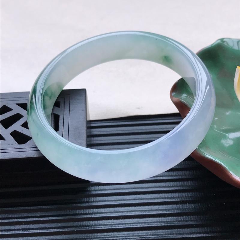 天然翡翠A货冰糯种飘花正圈手镯,尺寸56.6-13.7-7.3mm,有纹玉质