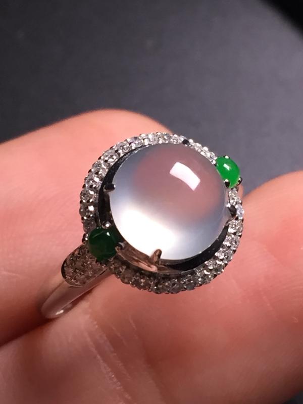 翡翠A货,高冰蛋面戒指,18k真金真钻镶嵌,完美,种水超好,玉质细腻。整体尺寸:12.0*13.1*