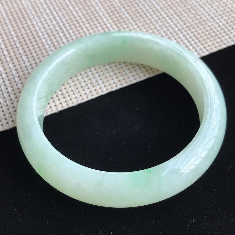 圈口56mm天然翡翠A货老坑糯种飘绿正圈手镯,圈口:56×13.5×8.2mm,料子细腻,水头好,版