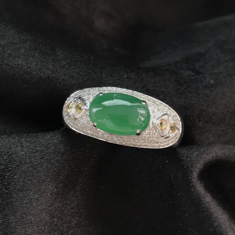 天然翡翠A货,18K金伴钻镶嵌,满绿戒指,高品质,色泽鲜艳,饱满圆润,底质细腻,款式新颖独特,质量超